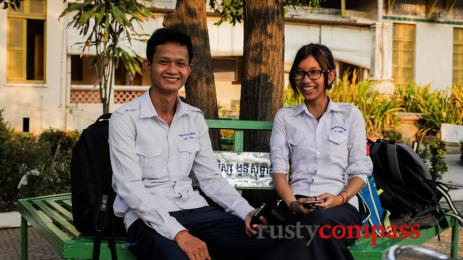 A young couple at Lycée Sisowath, Phnom Penh