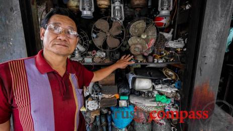 The antique fan man, Hanoi