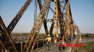 Slice of life Vietnam - Long Bien Bridge Hanoi
