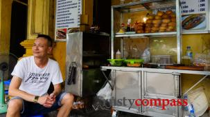 The Tripadvisor effect - Two Hanoi Banh Mi stalls